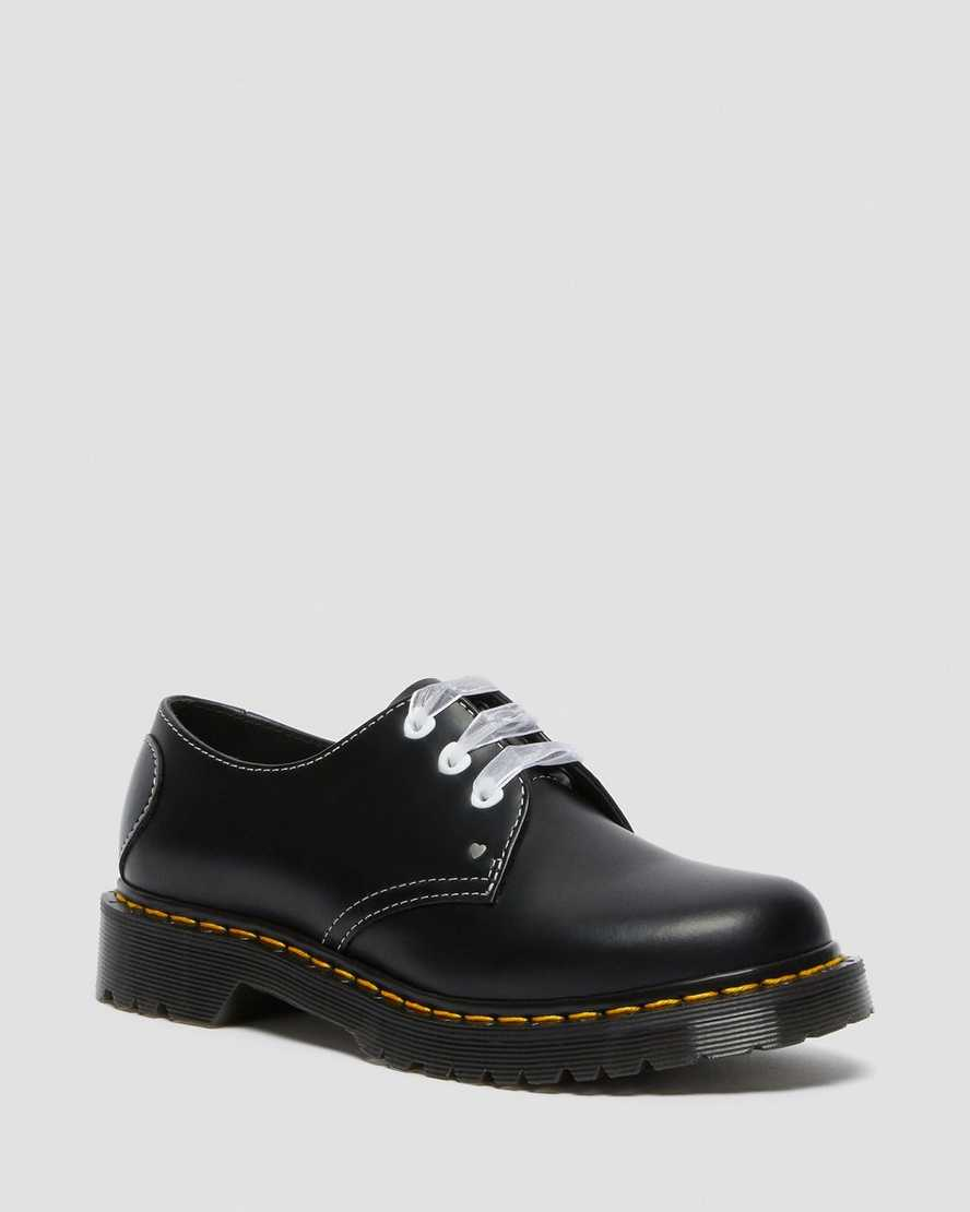 https://i1.adis.ws/i/drmartens/26682001.88.jpg?$large$1461 Hearts Smooth & Patent Leather Shoes | Dr Martens