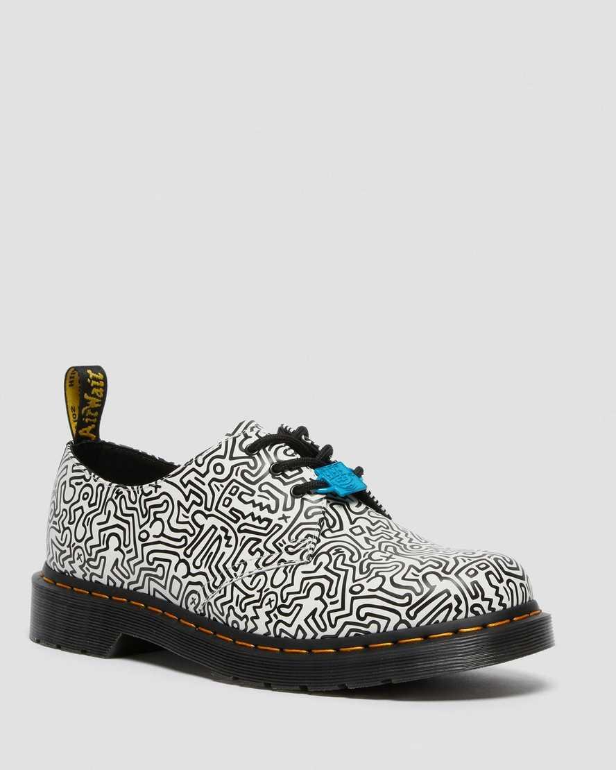 https://i1.adis.ws/i/drmartens/26833009.88.jpg?$large$1461 Keith Haring Schwarz-Weiß bedruckte Lederschuhe | Dr Martens
