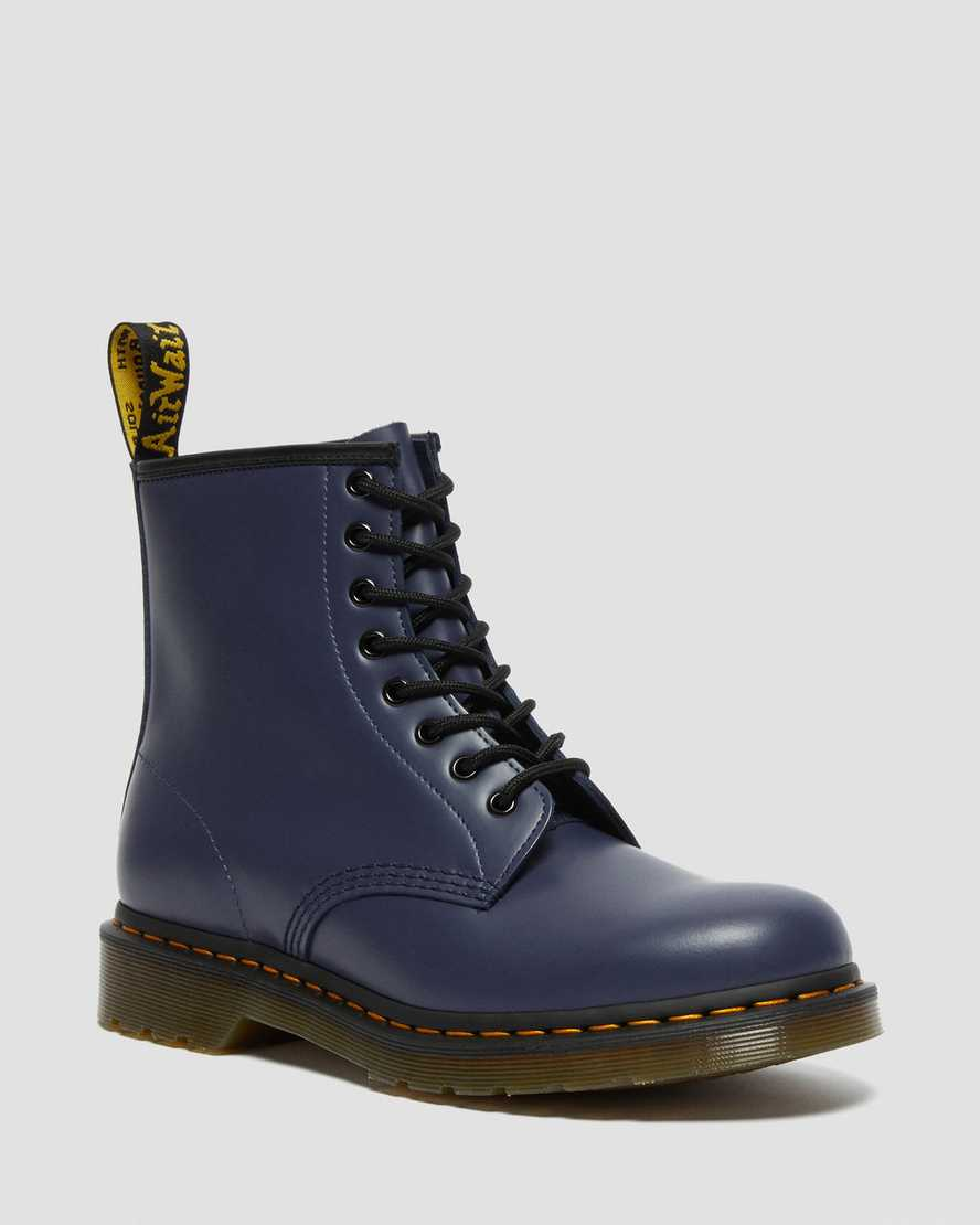 https://i1.adis.ws/i/drmartens/27139403.88.jpg?$large$1460 Smooth Leather Lace Up Boots | Dr Martens