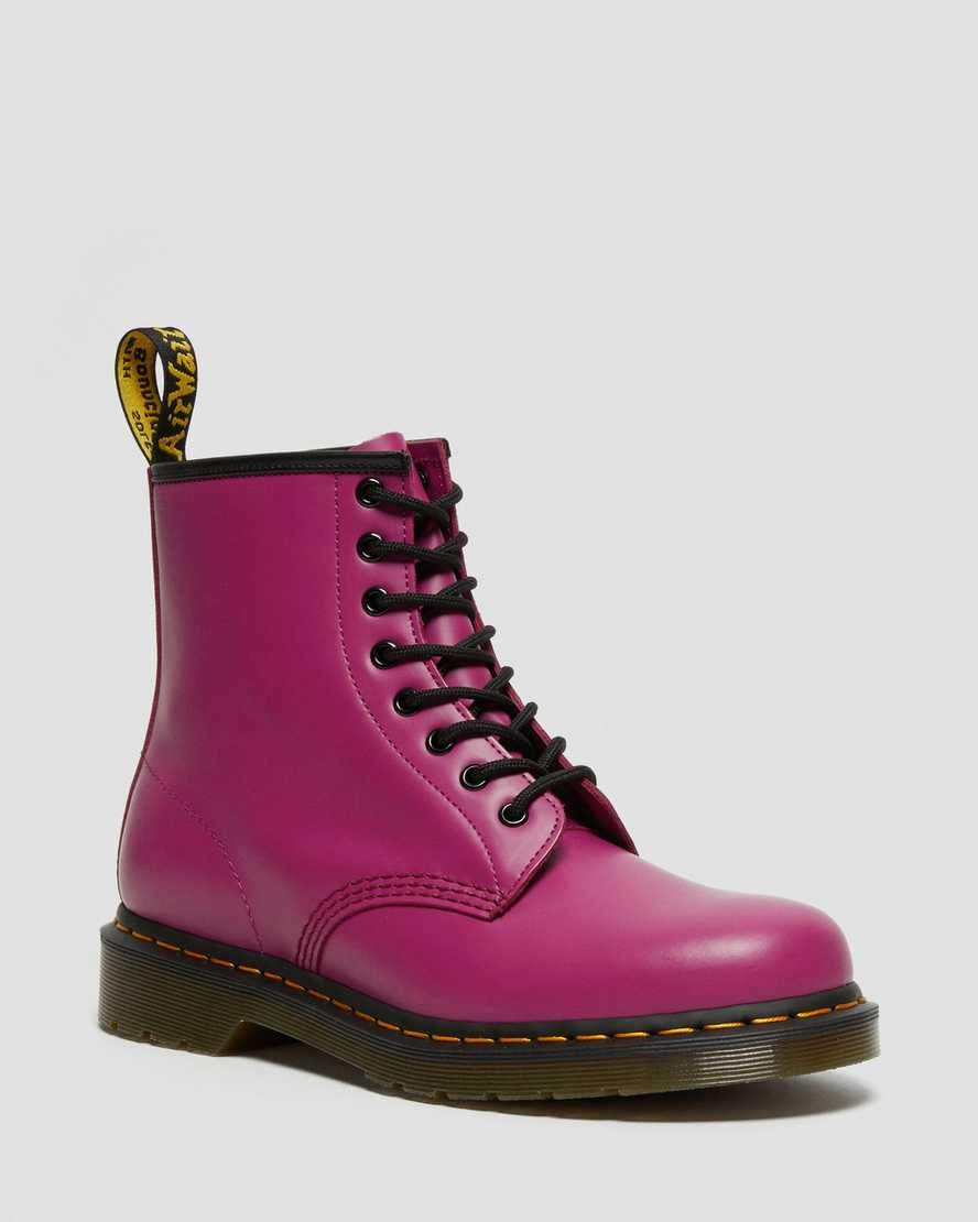 https://i1.adis.ws/i/drmartens/27139673.88.jpg?$large$1460 Smooth Leather Lace Up Boots | Dr Martens