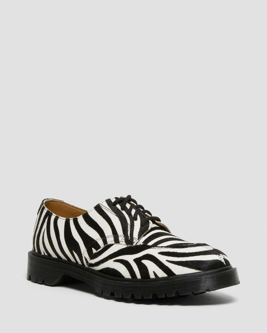 https://i1.adis.ws/i/drmartens/27151009.88.jpg?$large$Chaussures 2046 SUPREME® Zebra | Dr Martens