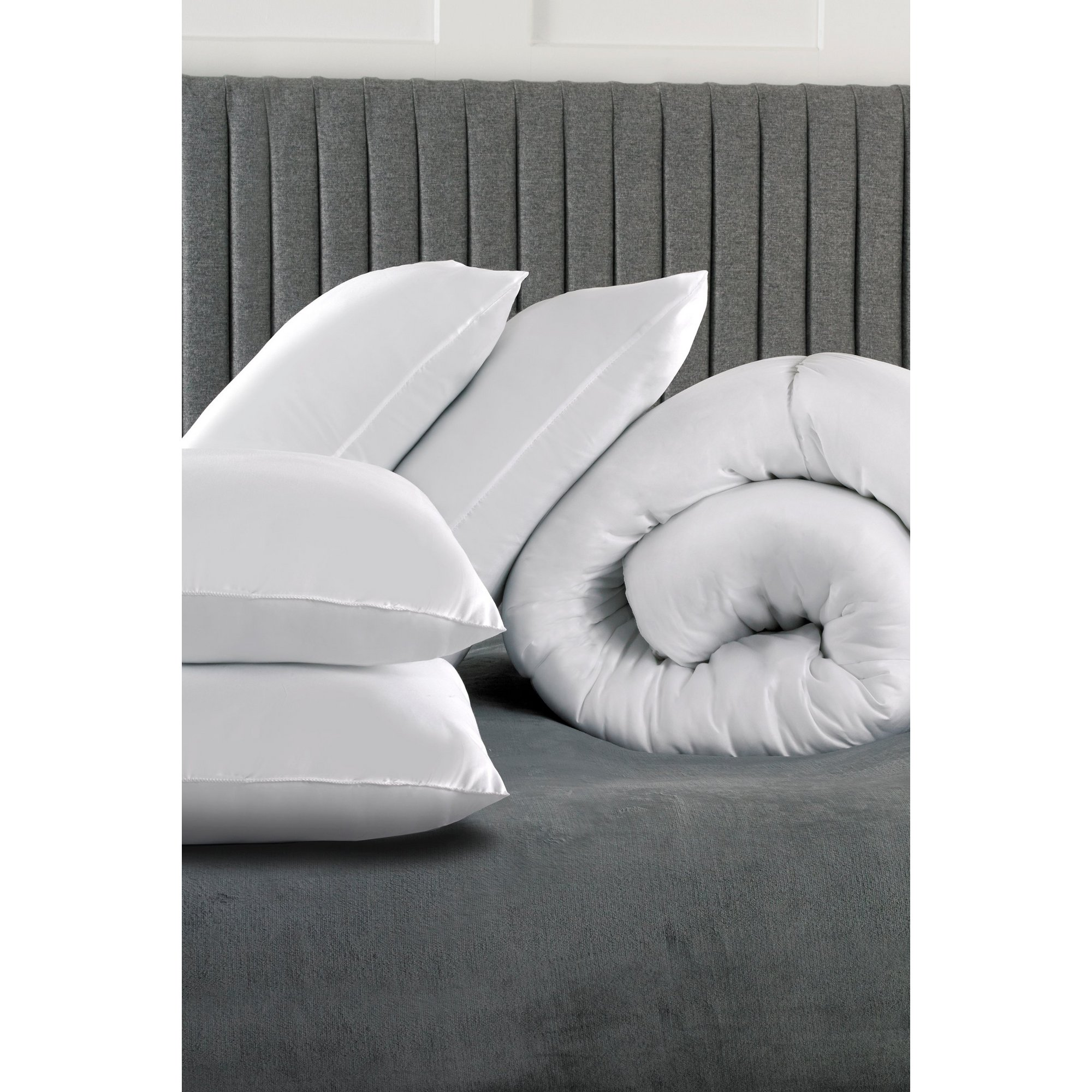 Image of Relax 4.5 Tog Duvet and 4 Pillows Bundle