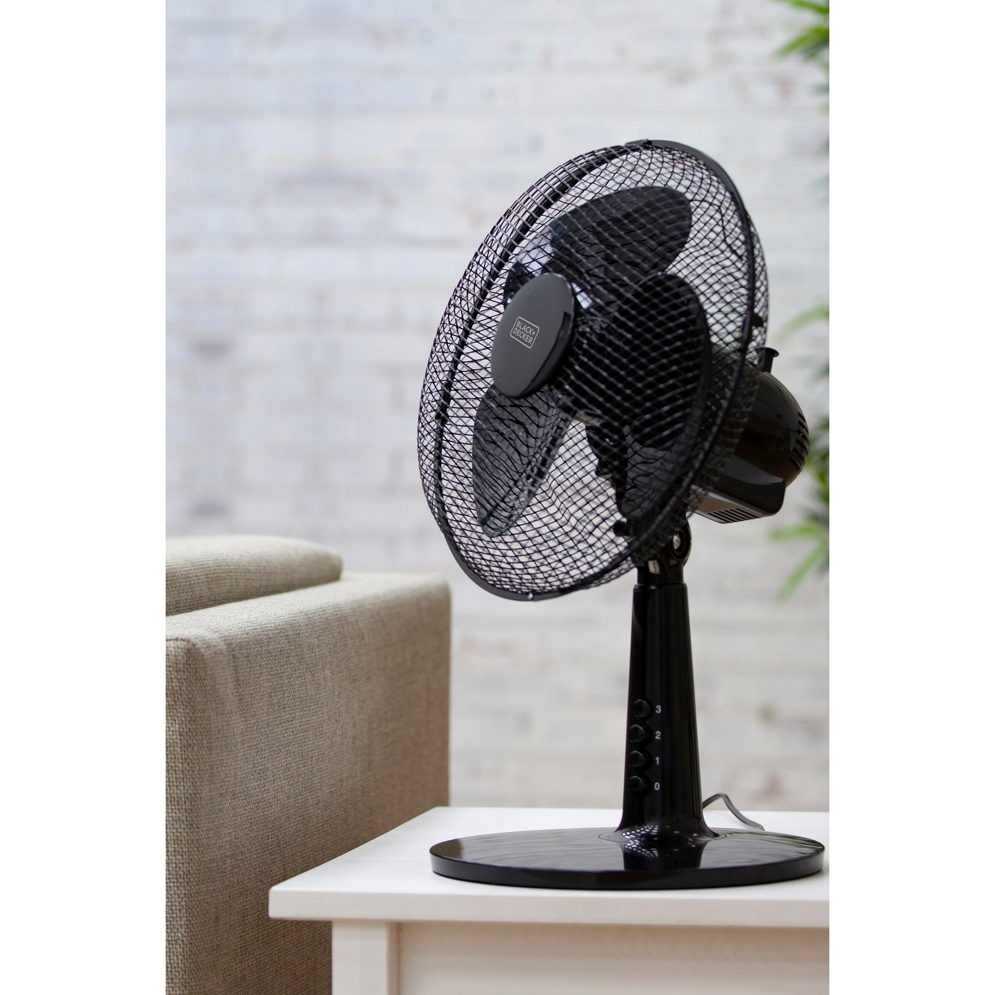 Image of Black and Decker 12 Inch Desk Fan with Long Life Motor