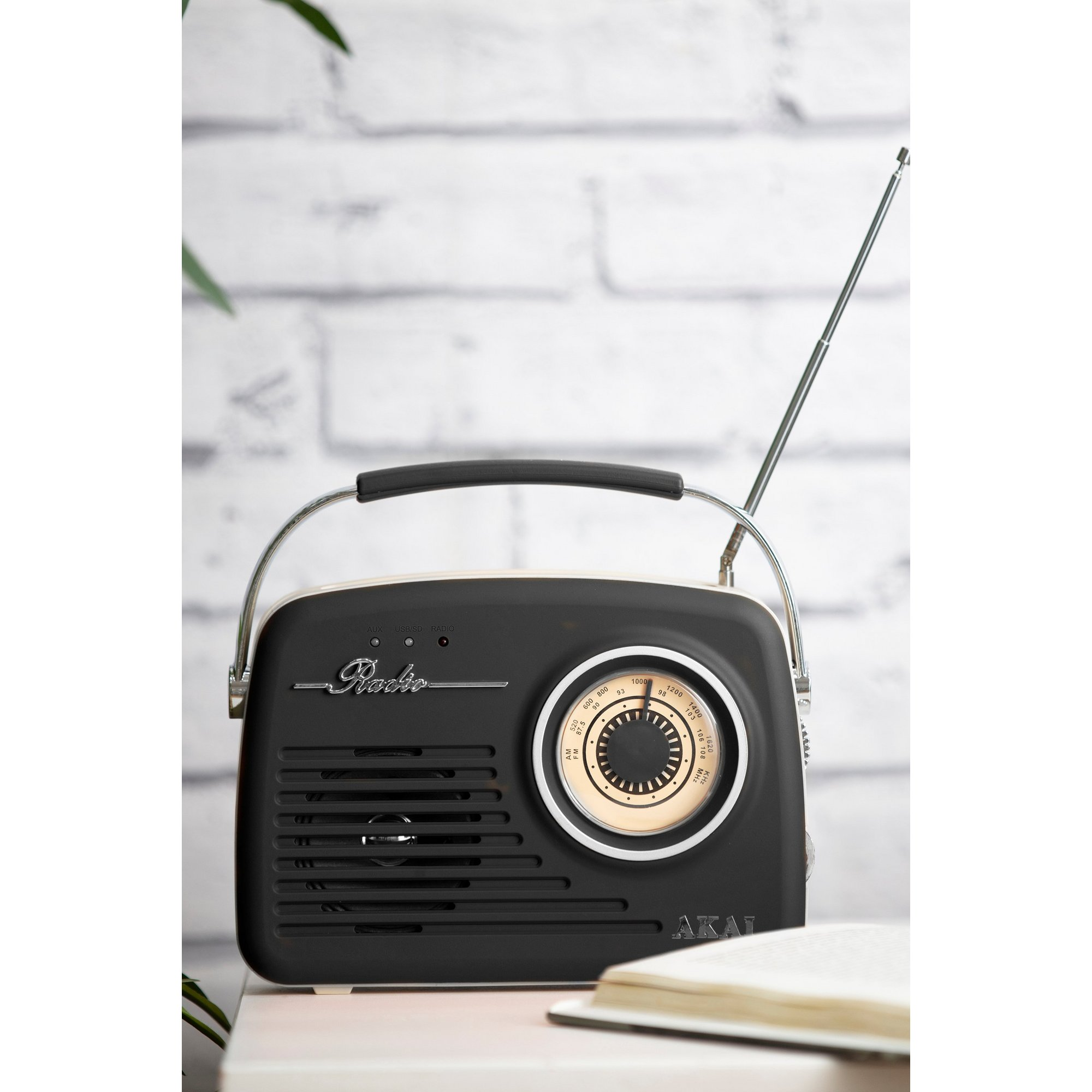 Image of AKAI FM/AM Radio