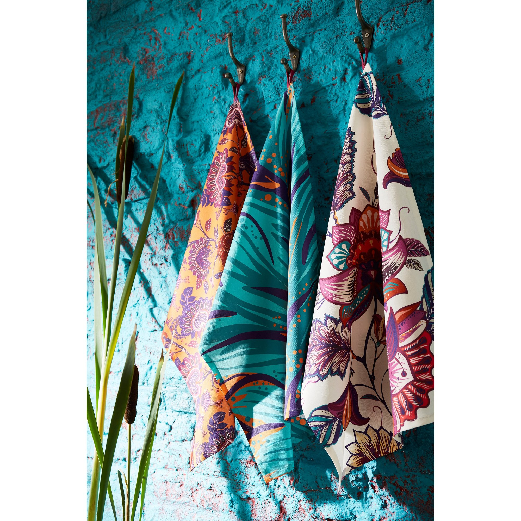 Image of Joe Brown Escape to Africa Set of 3 Tea Towels