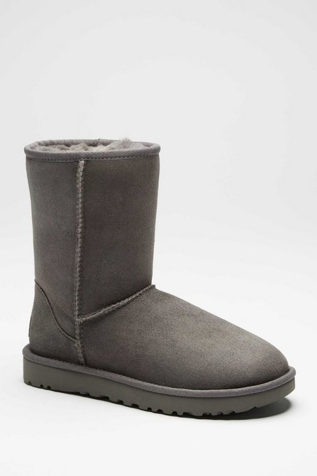 99ec19ca24 Image for UGG Classic Short Boots Black Size 4 from studio