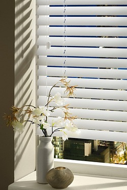 Wood-Effect Extra Wide Slats Venetian Blind
