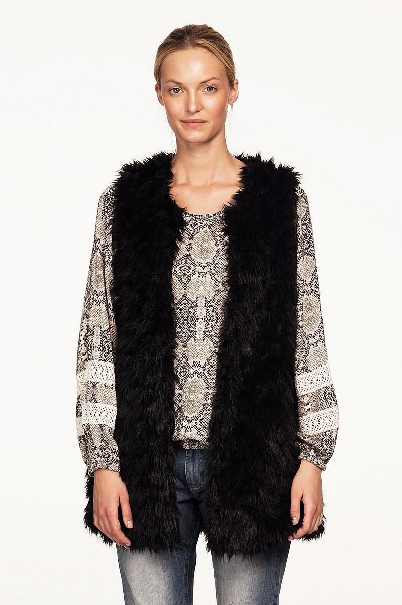 Luksuøs sort frakke i imiteret pels. Lang model med to lommer foran, lukkes med trykknapper. Køb jakken for kun ,95 kr og husk vi har Gratis Levering for køb over ,00 kr.