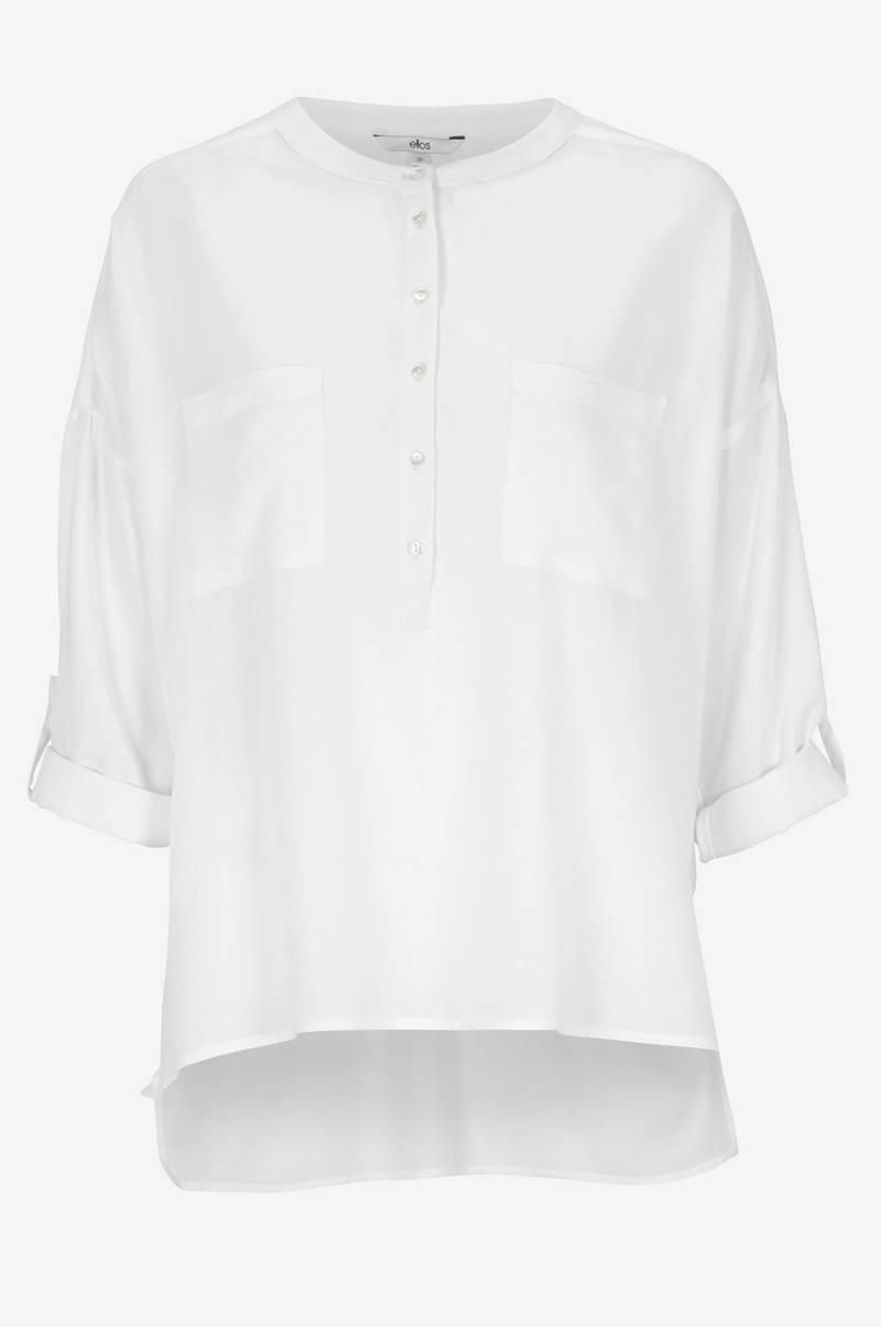 Modellens längd är 178 cm och bär storlek 36. Kraglös skjorta. Kraglös  skjorta 20a4da14f8a7d