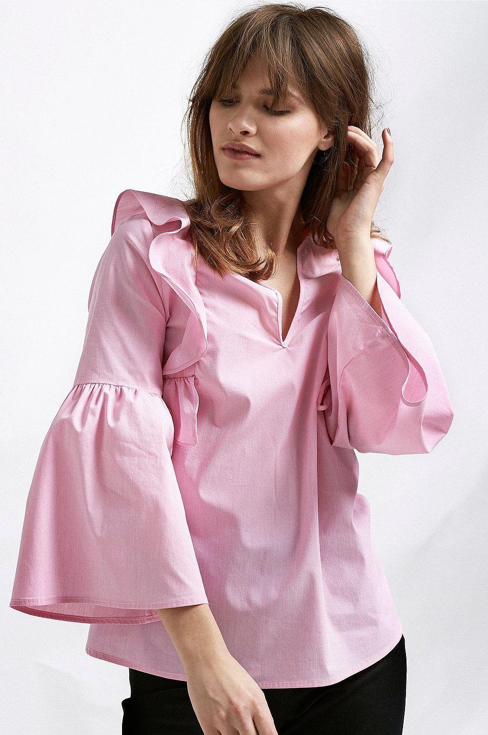 Tycker ni som jag om rosa skjortor så satsa gärna på en med volanger. 9ed11dbaa0585