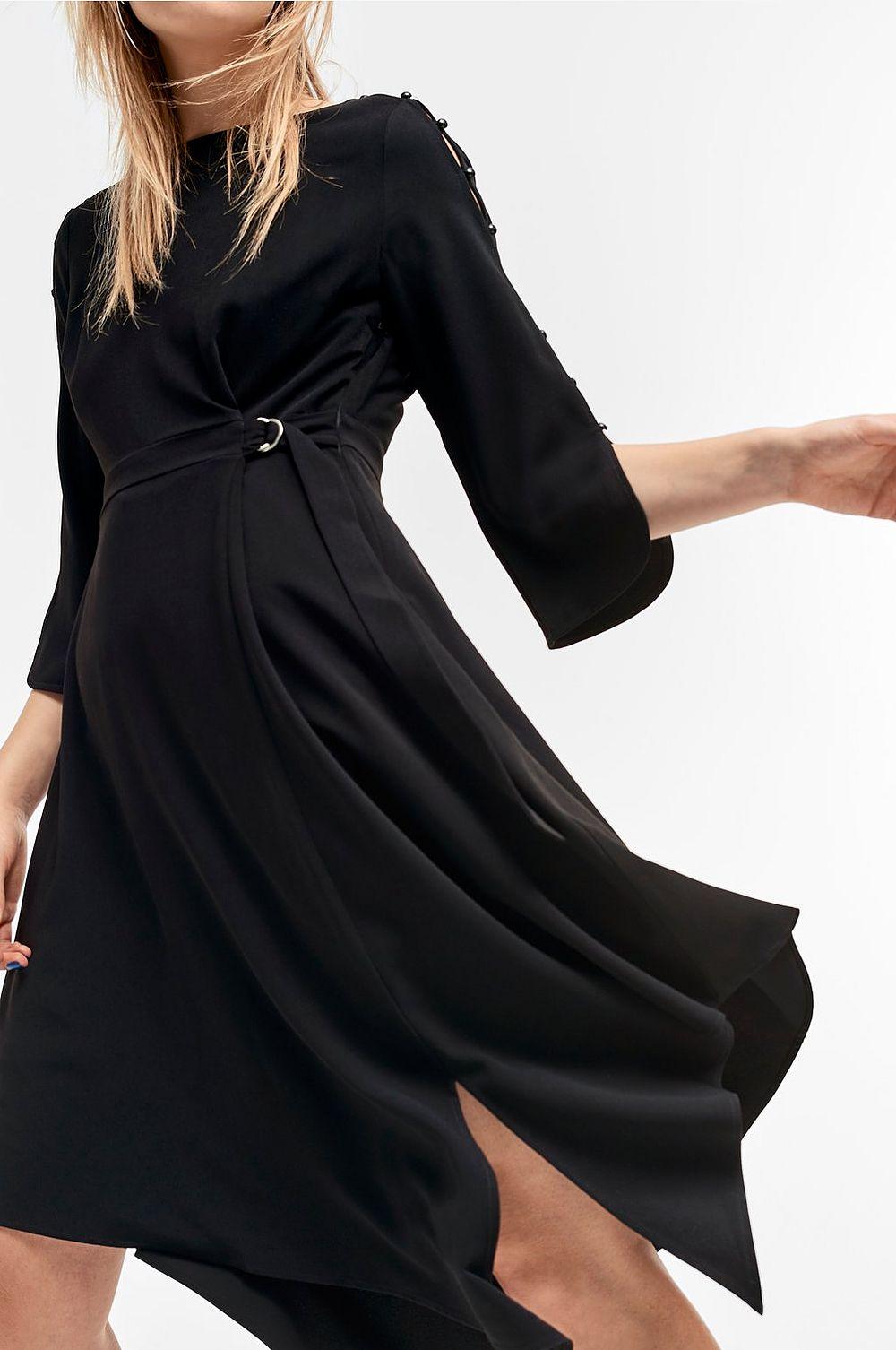 0b322fbf1b63 Kom ihåg att när det gäller svarta klänningar kan det vara en bra idé att  ta ut svängarna lite extra. Spana in den här snygga klänningen från Ellos  (adlink) ...