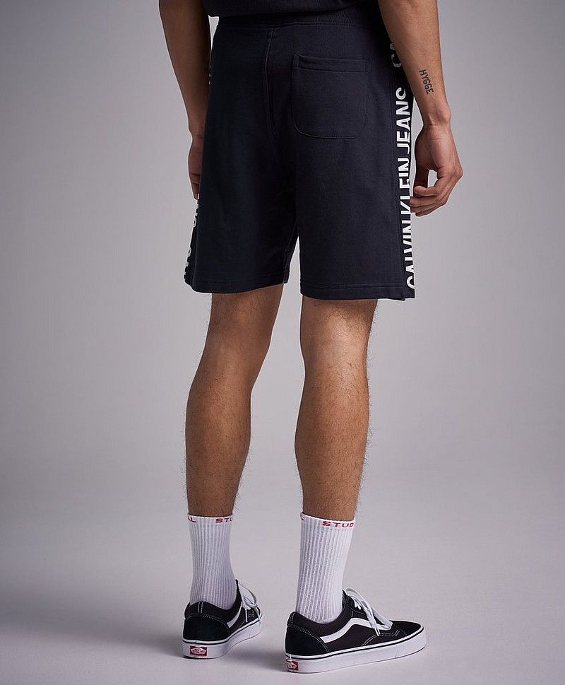 Side Institutional Short 099 CK Black