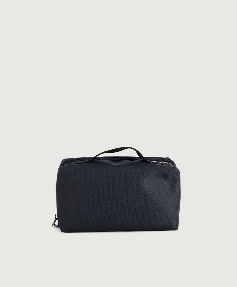 Split washbag
