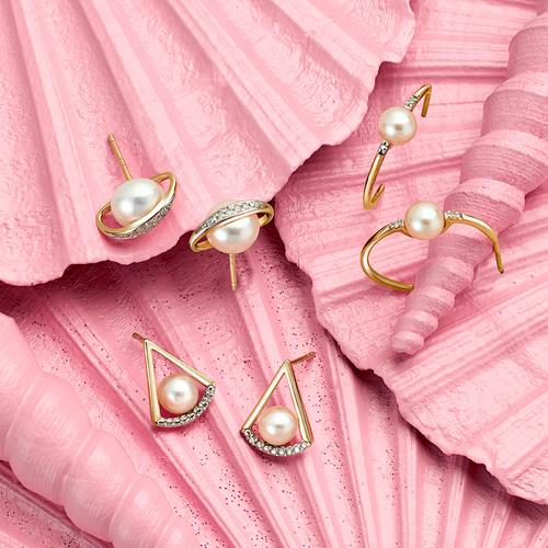 Pearls on pink shells