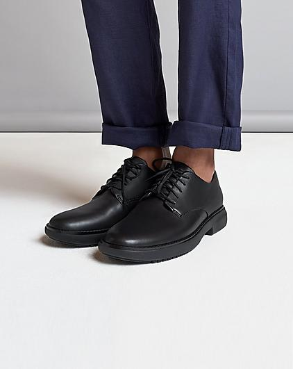 Men's Henri Black classic Shoes made with smooth premium leather.