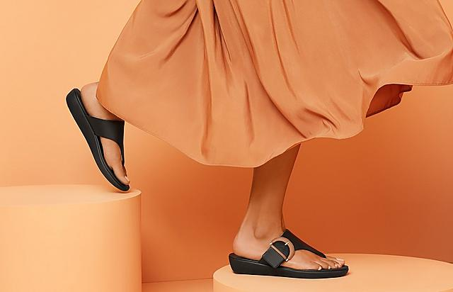 Fitflop Toe-Thong Sandals with buckle in black