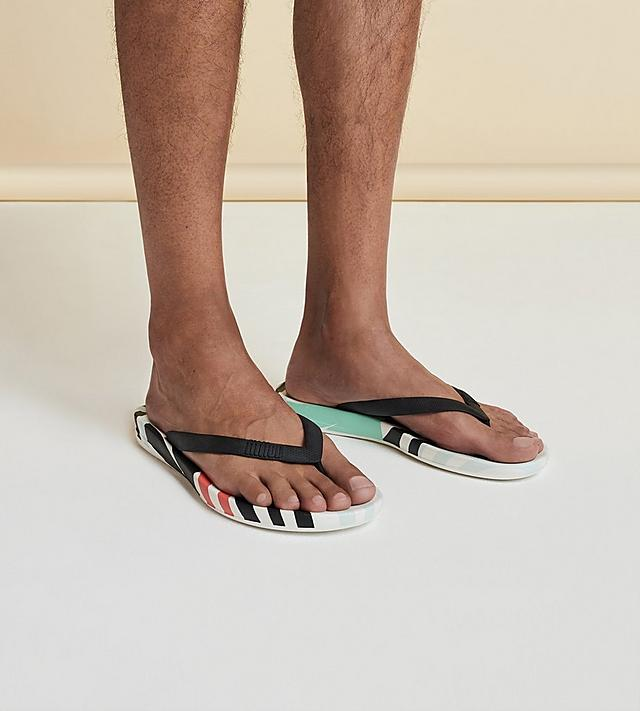 FitFlop iQushion Flip-Flops for Men.