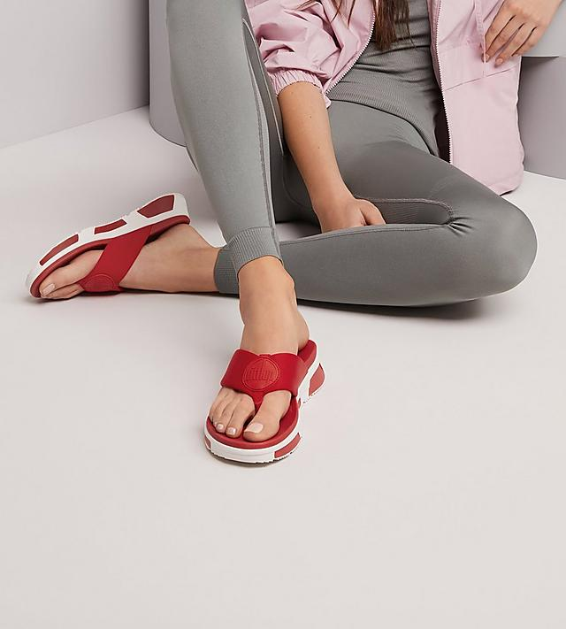 Fitflop Logo chunky toe-thong sandals in red.