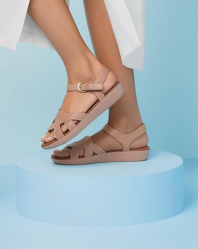 Fitflop Annah leather slide sandals with a simple woven design in colour mink pink.