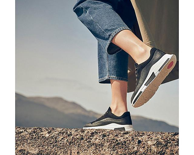 Fitflop Carita Chunky sneakers in black, featuring statement pull tabs and two-tone cord laces.
