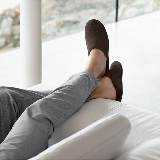 Fitflop Mens suede slip-on slippers in brown.