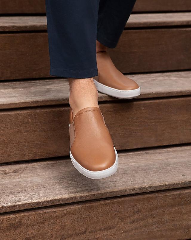 Fitflop Summer essentials footwear. Flip-flops on the beach