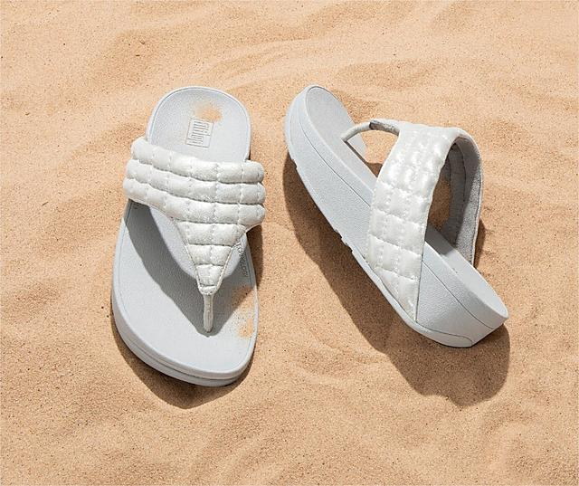 Fitflop Lulu Padded Shimmysuede Toe-Thongs in silver