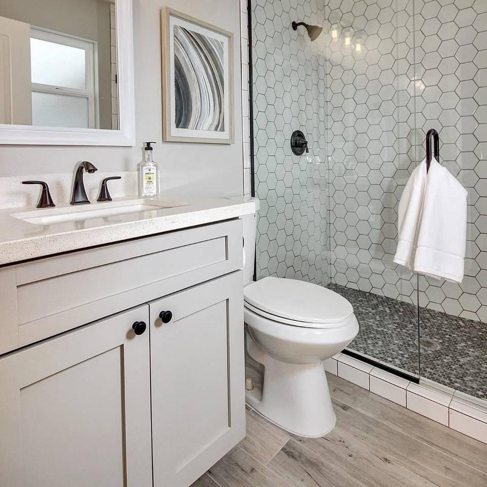 Trend Alert! Bathrooms with Black & White Hexagons
