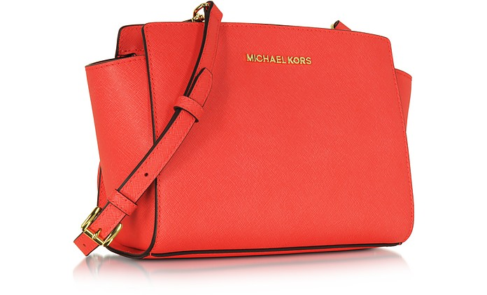 9d0fc5eb5ed7a8 Selma Medium Coral Reef Saffiano Leather Messenger Bag - Michael Kors. kr  1,500 kr 2,500 Actual transaction amount