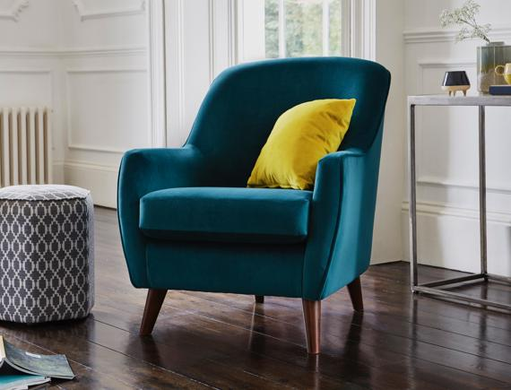 Master bedroom ideas: teal accent chair