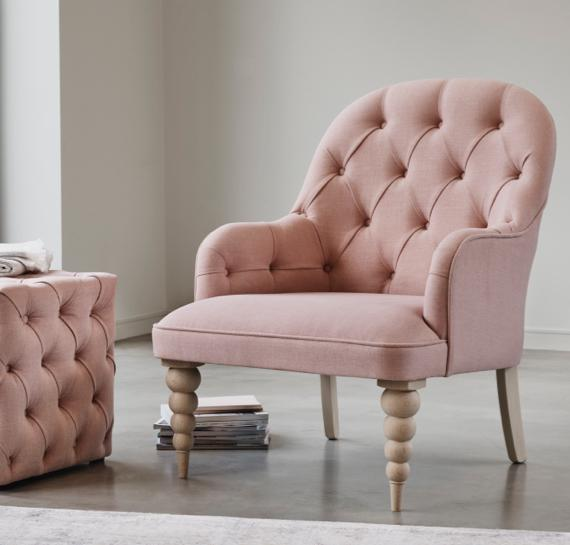 Pink and grey bedroom – pink accent chair