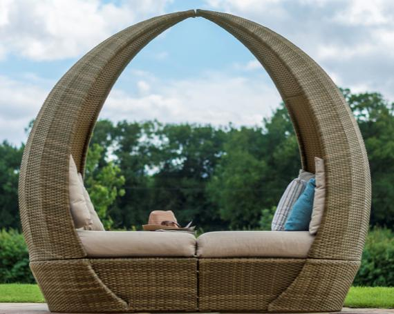 Rattan garden covered day bed