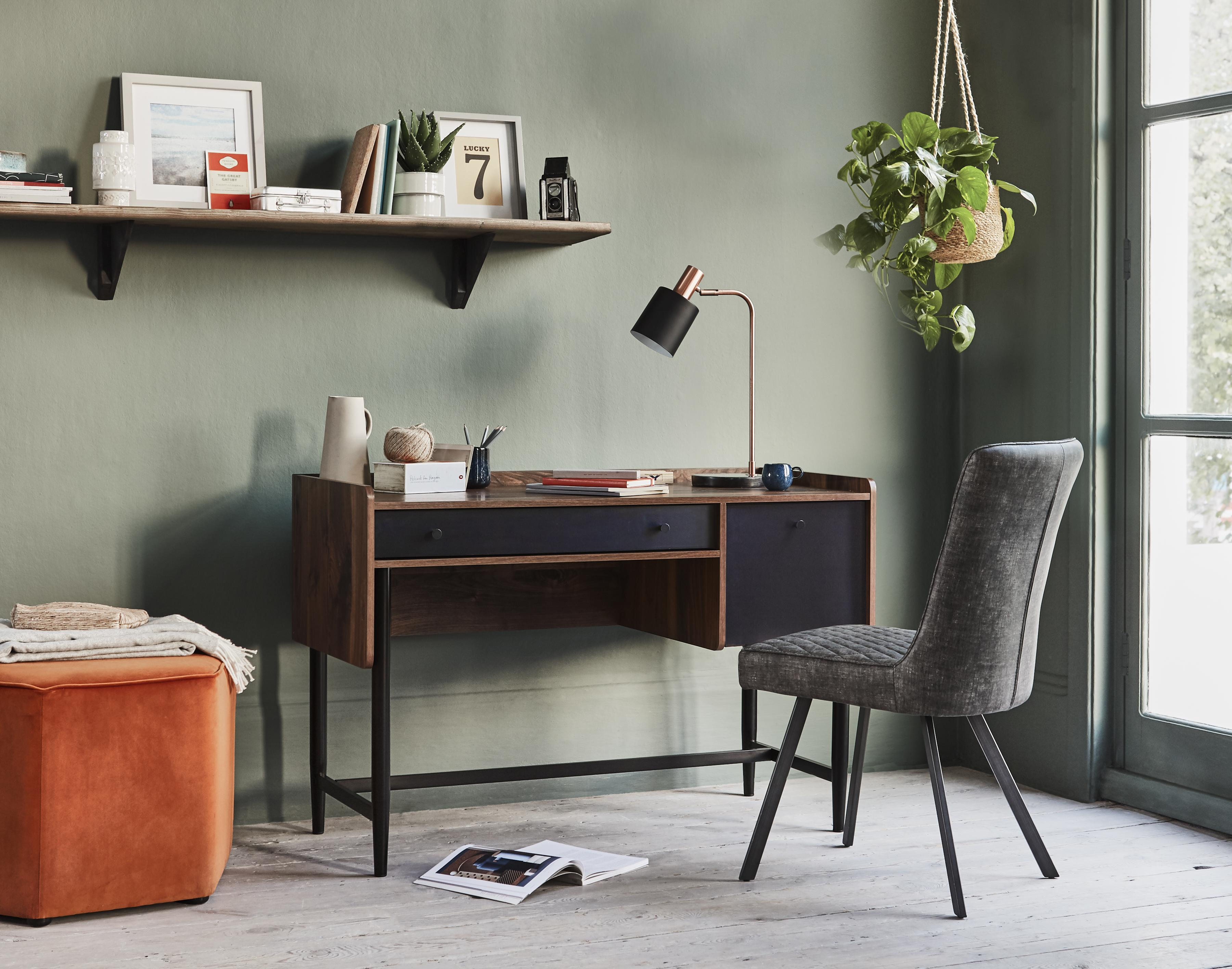 Small bedroom storage ideas – desk.