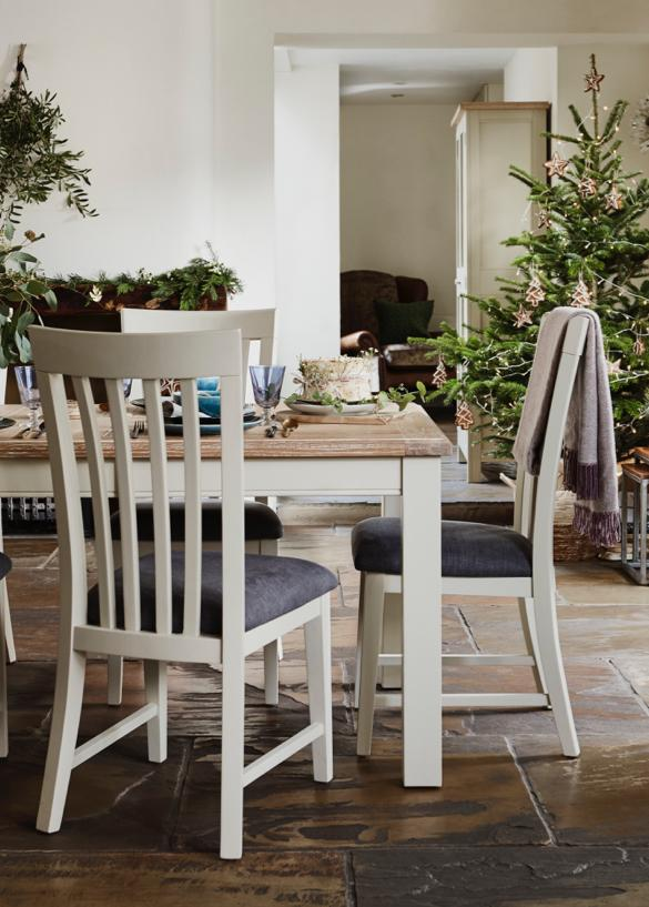 christmas_angeles_ext_dining_tablechairs