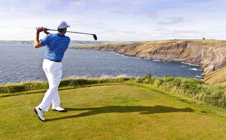 Les articles de golf essentiels pour les grands voyageurs