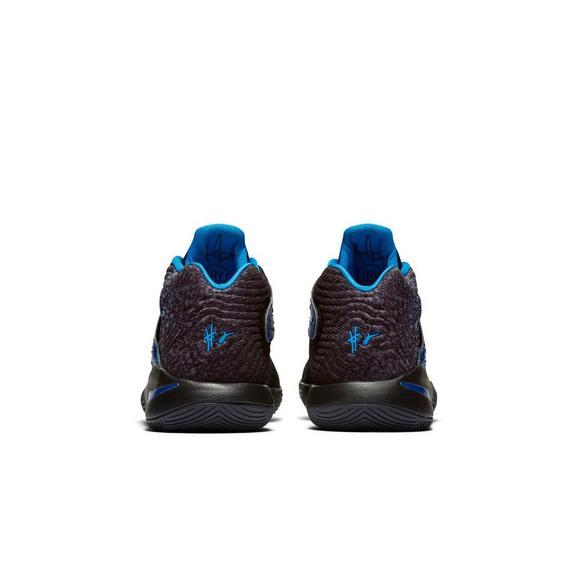 huge discount 977cd 17d0c Nike Kyrie 2