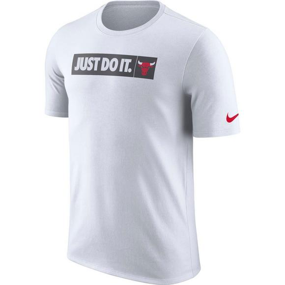 huge selection of 58183 281ce Nike Men's Chicago Bulls Just Do It NBA T-Shirt - Hibbett ...
