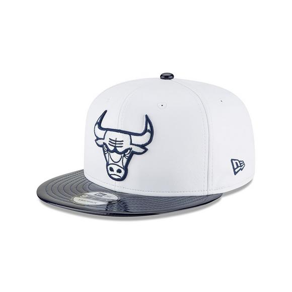 4467e704 New Era Chicago Bulls Retro 11 Hook Snapback Hat - Main Container Image 1
