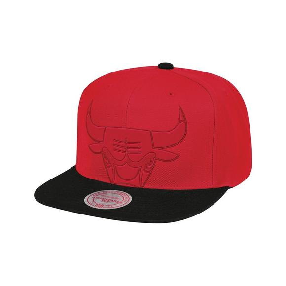 sneakers for cheap 6edbd c4224 Mitchell   Ness Chicago Bulls Cropped Satin Snapback Hat - Main Container  Image 1