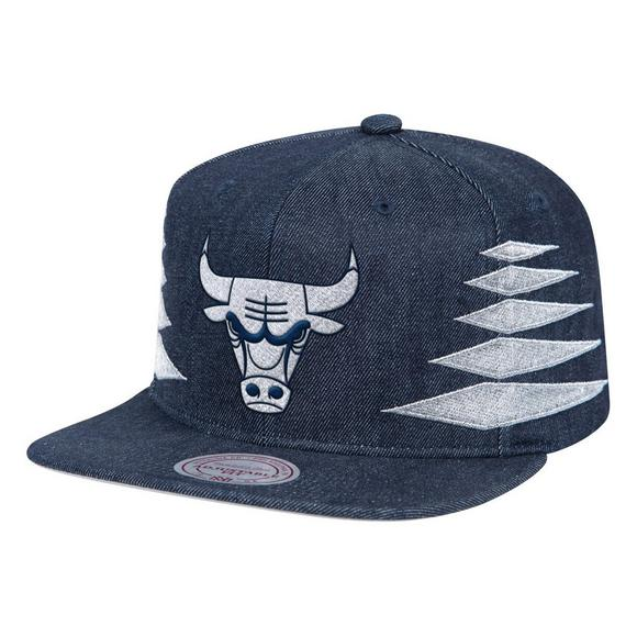 0731d80b56a Mitchell   Ness Chicago Bulls Solid Diamond Snapback Hat - Main Container  Image 1