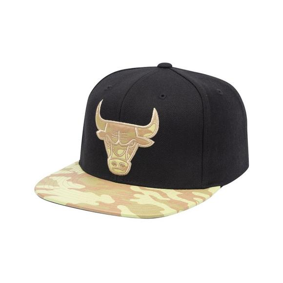 40cacfd4246 Mitchell   Ness Chicago Bulls Debossed Natural Leather Snapback Hat - Main  Container Image 1