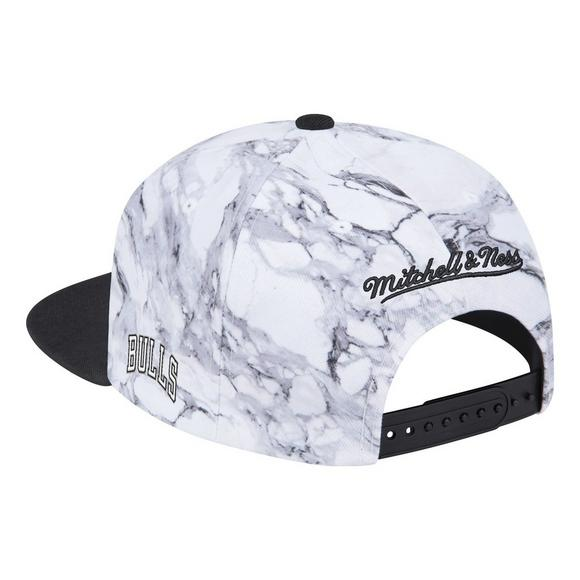 0edebd63160 Mitchell   Ness Chicago Bulls White Black Marbled Snapback Hat - Main  Container Image 2