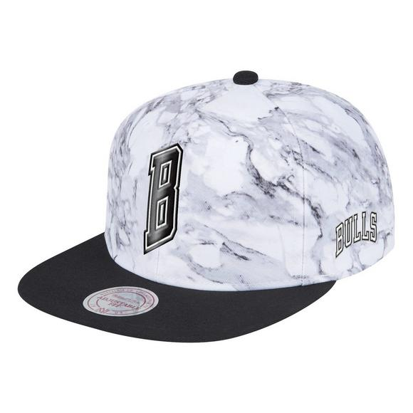 879aafe62d0 Mitchell   Ness Chicago Bulls White Black Marbled Snapback Hat - Main  Container Image 1