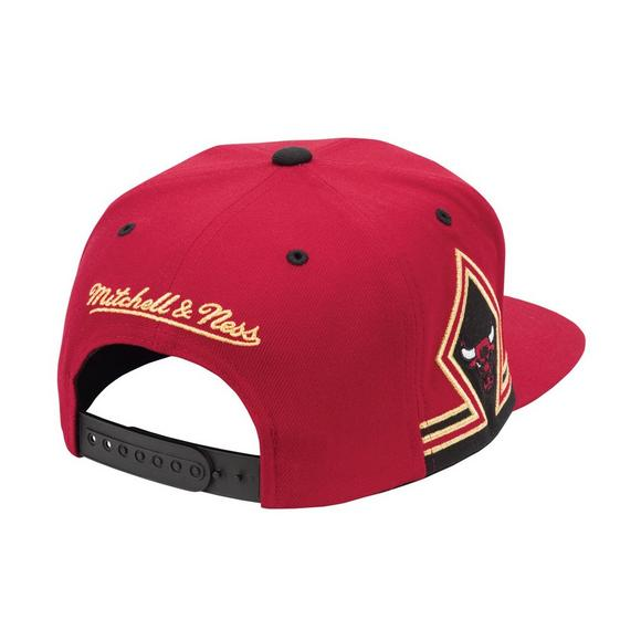 Mitchell   Ness Men s Chicago Bulls Six Rings Gold Snapback Hat - Main  Container ... e432c233351