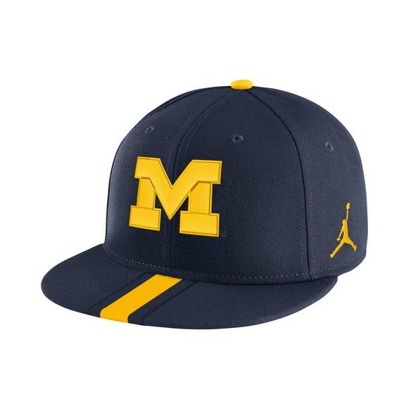 f8ddf6b1024 Jordan Michigan Wolverines Sideline True Snapback Hat - Main Container  Image 1