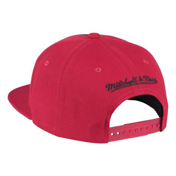 1a0e00c7711 Mitchell   Ness Chicago Bulls Baskeball Shorts Split Snapback Hat - Main  Container Image 2