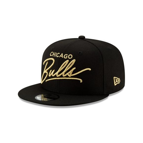 f4e75b85792142 New Era Chicago Bulls 9FIFTY Scripted Snapback Hat - Main Container Image 1