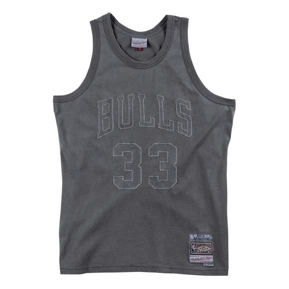 online store a9aec e8b84 Mitchell & Ness Men's S. Pippen Chicago Bulls Washed Out '97-'98 Hardwood  Classics Swingman Jersey