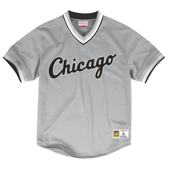 competitive price 420c8 fb84c Mitchell & Ness Men's Chicago White Sox V-Neck Mesh Jersey