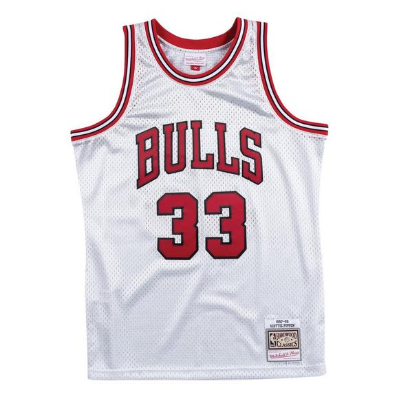 outlet store sale 14bce d0f82 Mitchell & Ness Men's Chicago Bulls Scottie Pippen Platinum Swingman Jersey